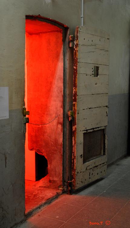 Maison-dArret-Ste-Anne-Lumiere-rouge